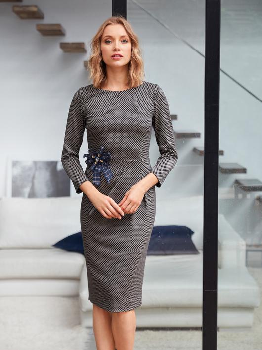 Сукня-футляр відрізна з вирізом човником