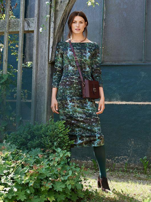 Сукня відрізна з вирізом-човником