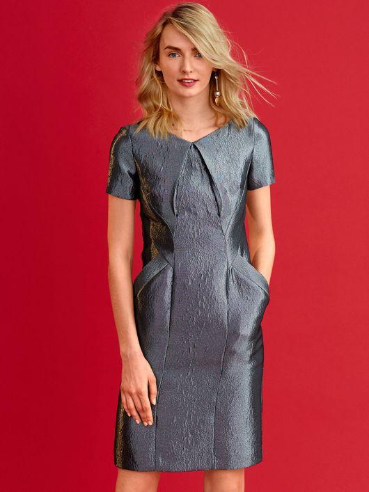 Сукня-футляр з кишенями і рельєфними швами