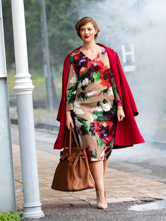 Сукня з рельєфними швами і ефектом запаху