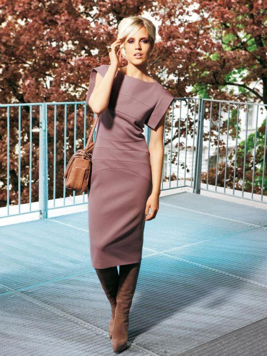 Сукня-футляр трикотажна з поперечними швами