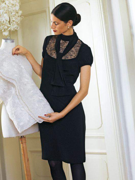 Сукня-футляр з коміром-стойкою