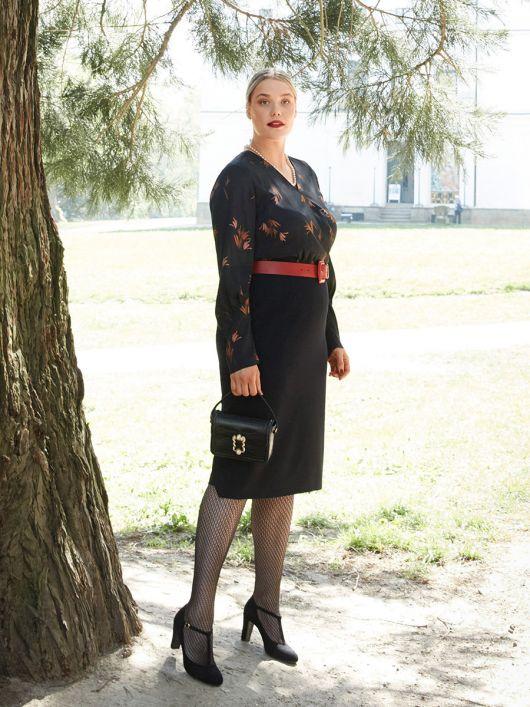 Сукня-футляр з V-подібним вирізом і запахом