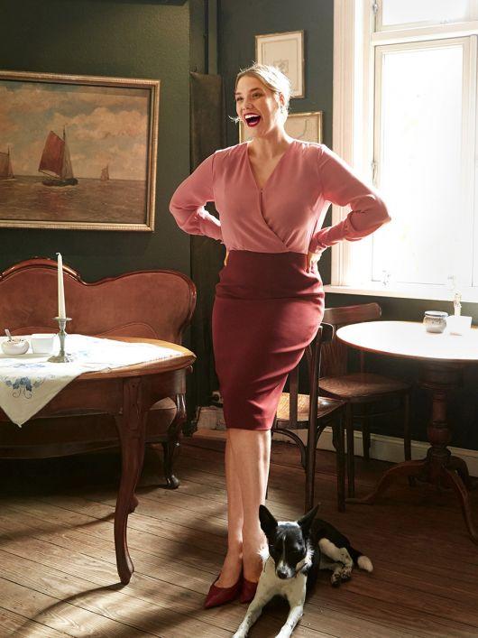 Сукня-футляр із запахом на ліфі