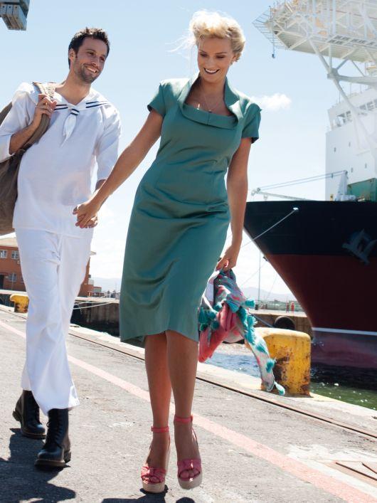 Сукня-футляр з хвилястим коміром
