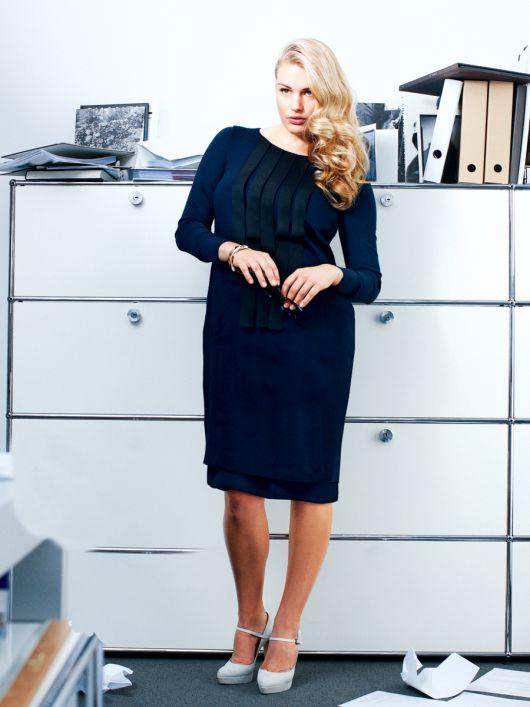 Сукня-футляр з декоративними елементами
