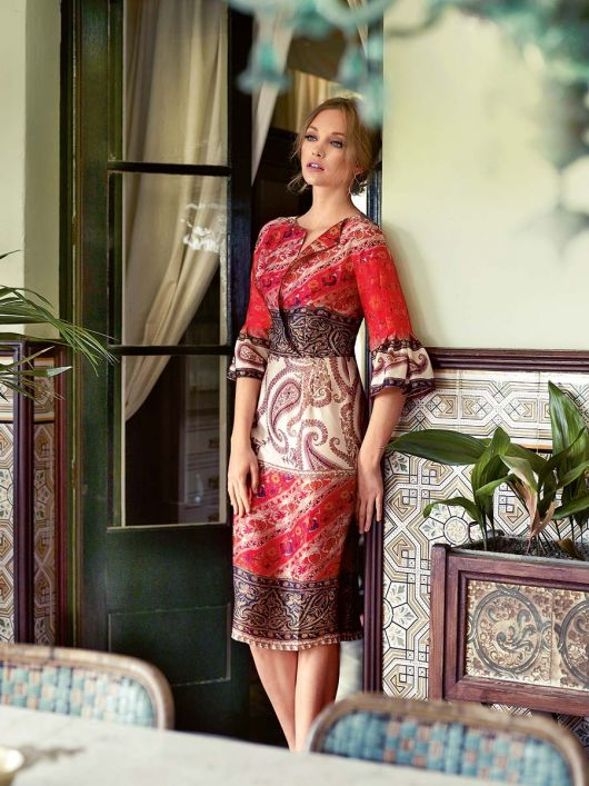 Шовкова сукня з рюшами на рукавах