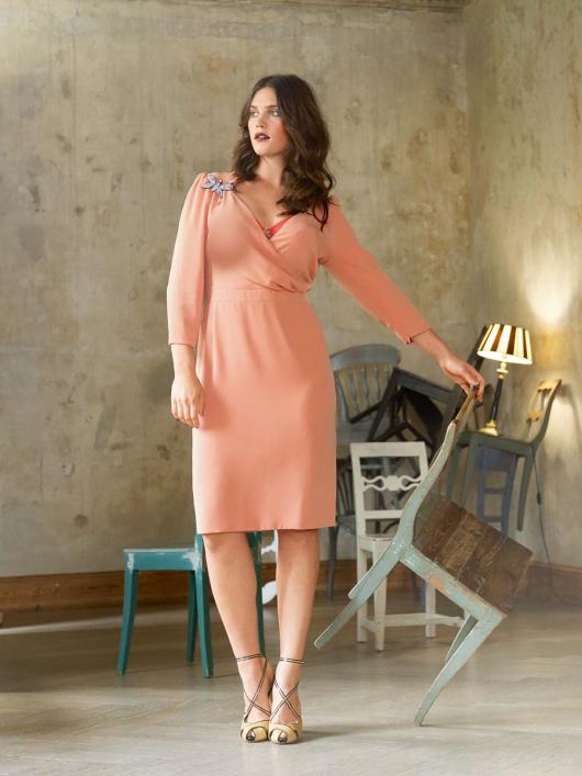 Сукня з рукавами 3/4 і V-подібним глибоким вирізом