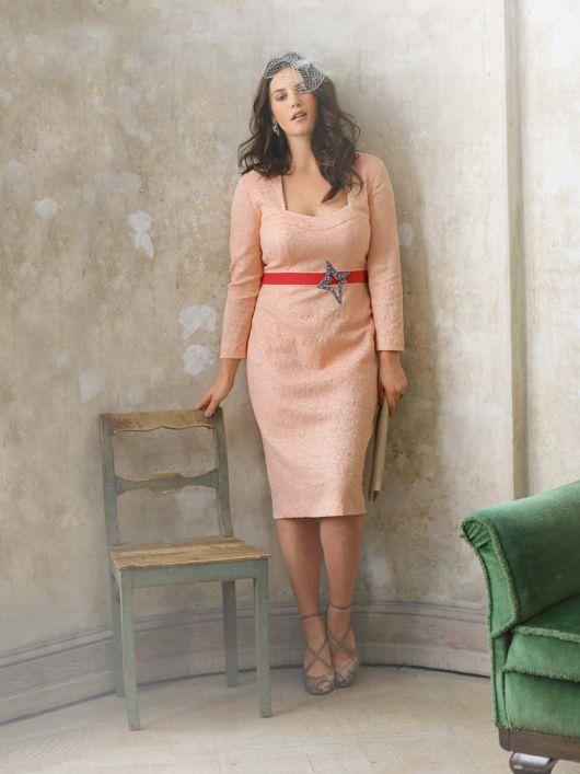Сукня з довгими рукавами та фігурною планкою горловини