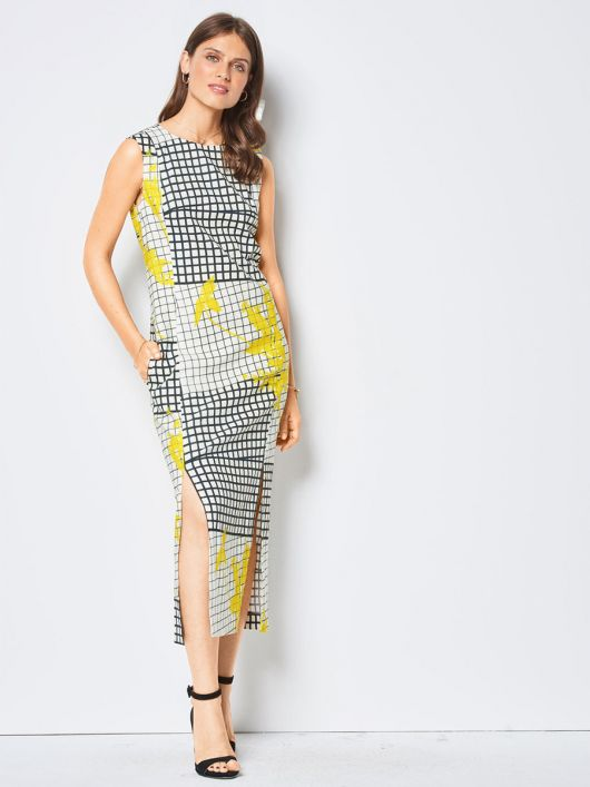 Сукня приталеного силуету з розрізами у швах