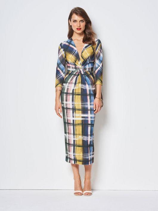Сукня-футляр з оригінальною драпіровкою