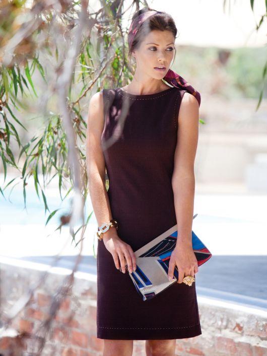 Сукня приталеного крою з боковими вставками