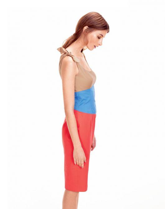 Сукня-футляр з рельєфними швами