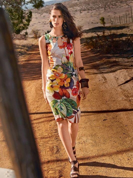 Сукня-футляр з фігурними прорізами по горловині