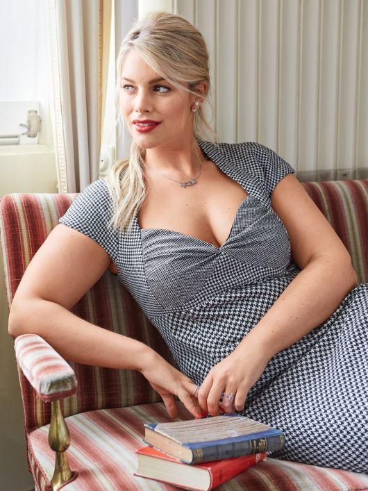 Сукня-футляр з перекрученими чашечками