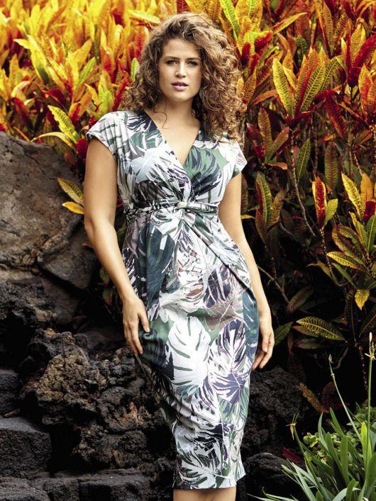 Сукня-футляр з V-подібним вирізом
