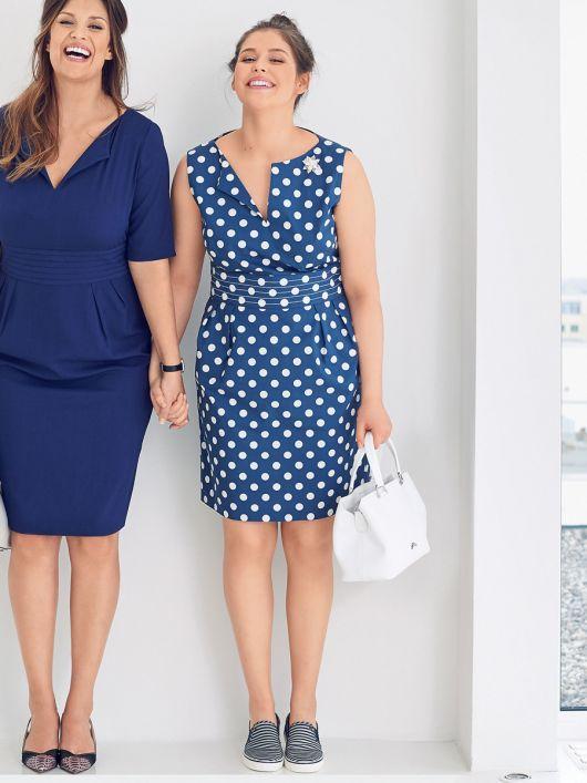 Сукня-футляр з глибоким вирізом горловини
