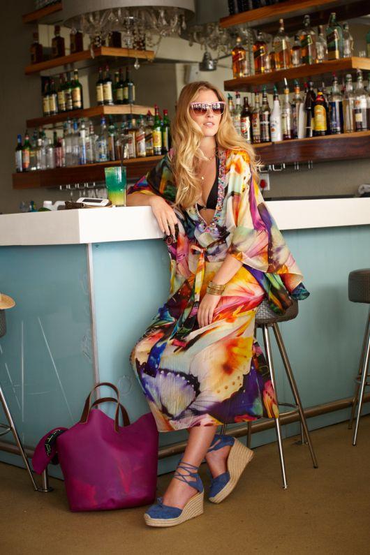 Сукня-каптан із суцільнокроєними рукавами-крильцями