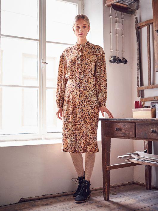 Сукня-сорочка зі знімною планкою-жабо