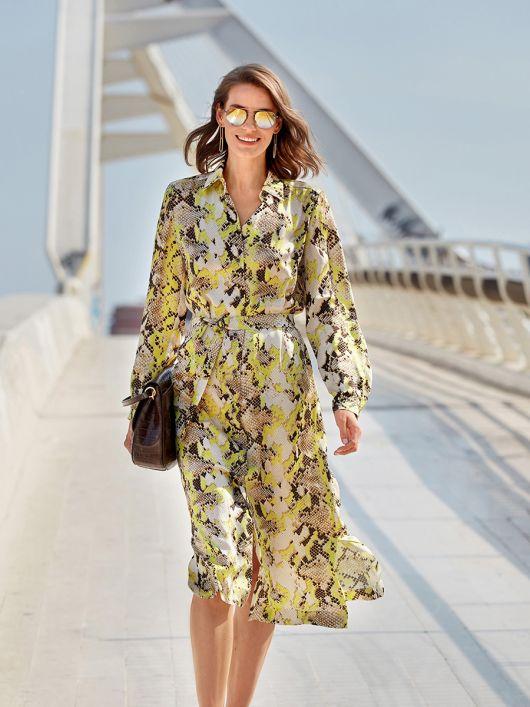 Сукня-сорочка з поясом і боковими розрізами
