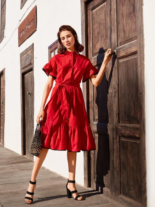 Сукня з пишними оборками