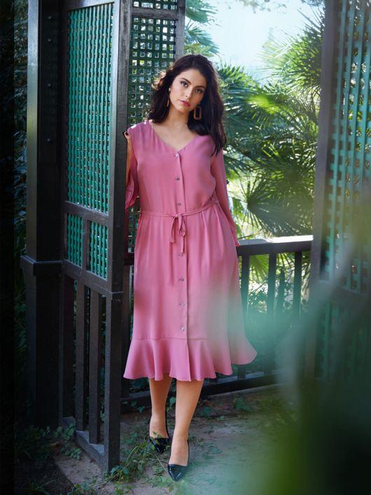 Сукня з V-подібним вирізом і воланами