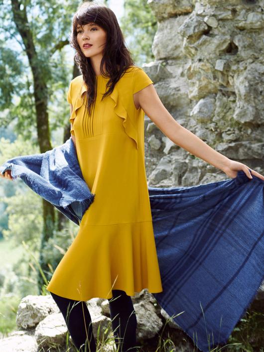 Сукня з воланами у рельєфних швах