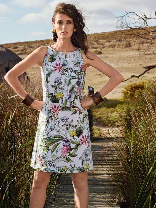 Сукня-футляр А-силуету з рельєфними швами