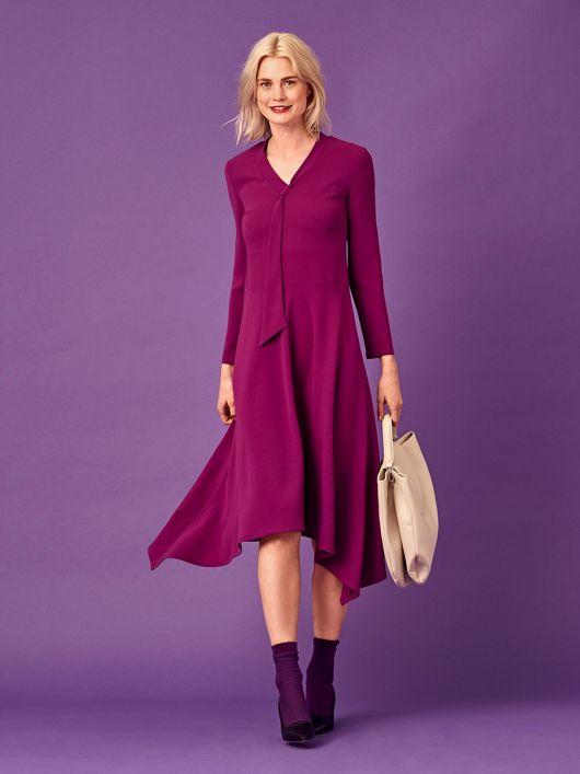 Платье с асимметричной юбкой и воротником-шарфом