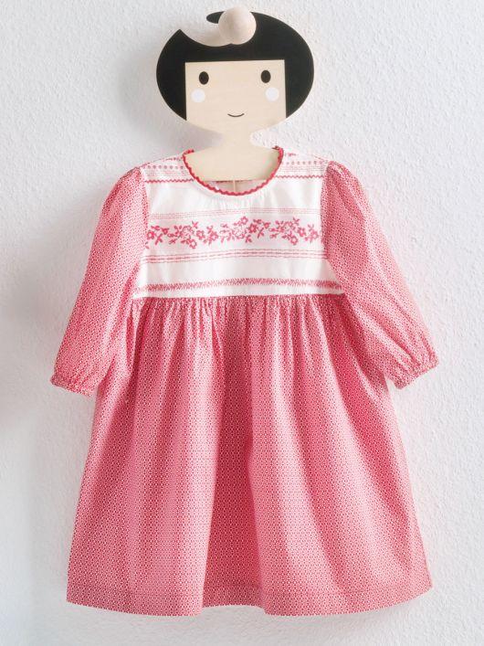 Сукня з пишною спідницею і довгими рукавами