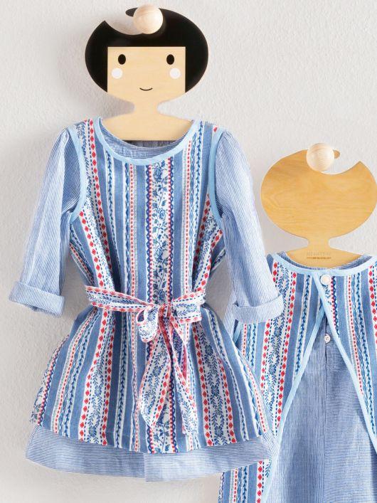 Сукня А-силуету з одворотами на рукавах