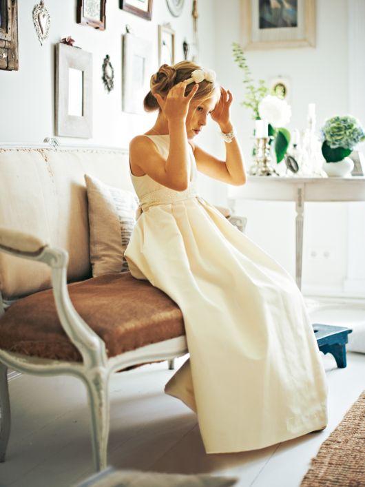 Сукня довга силуету ампір із нижньою спідницею