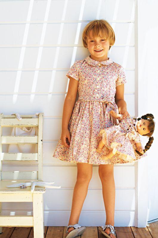 Сукня з круглим комірцем і застібкою спереду