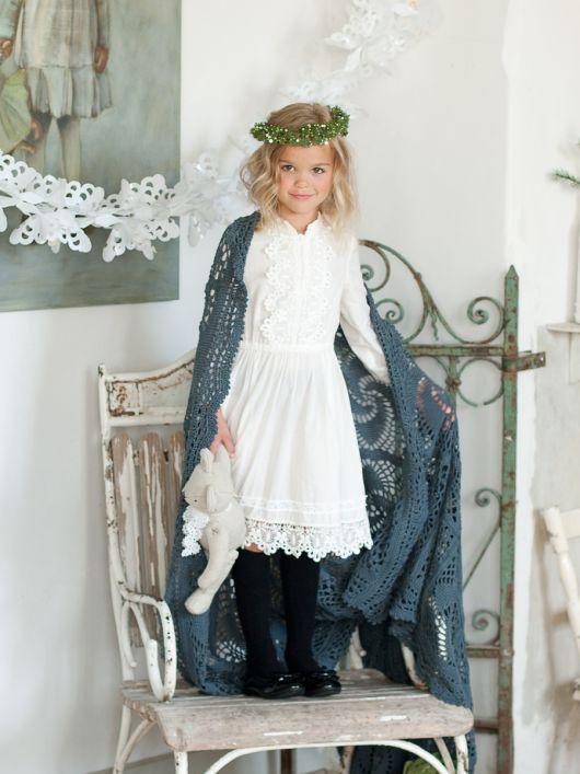Сукня відрізна із застібкою на повітряні петлі