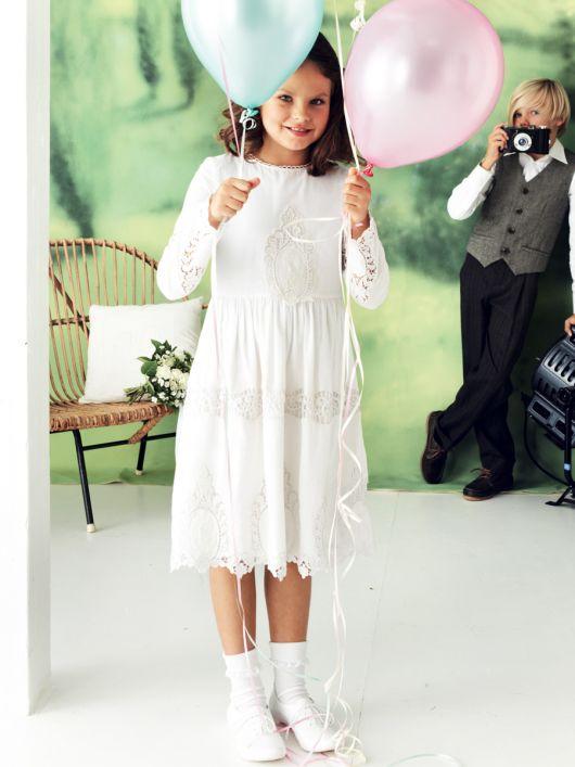 Сукня з вишитого батисту з пишною спідницею