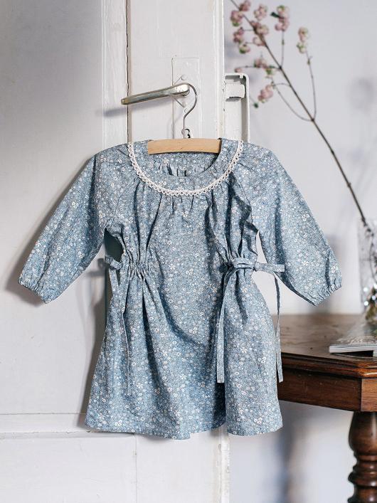Сукня з боковими кулісками і рукавами реглан