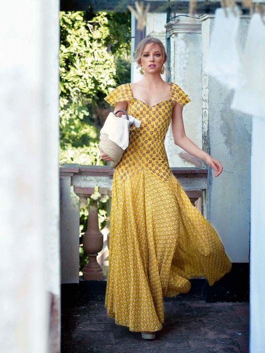 Довга сукня, що підкреслює фігуру