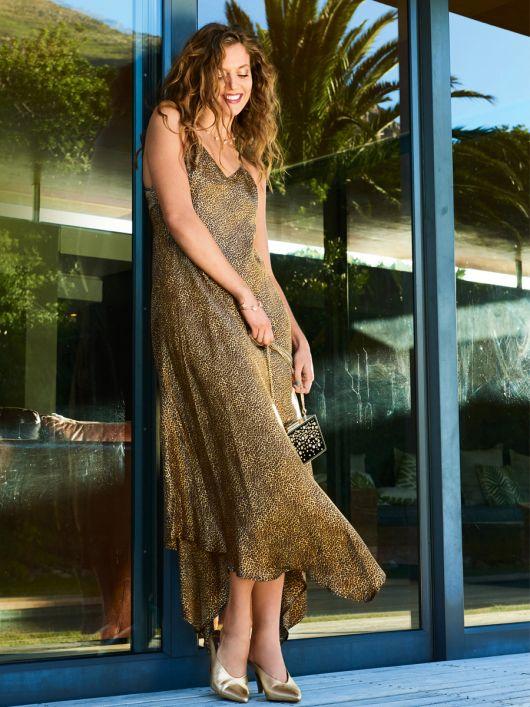 Сукня в стилі 70-х з асиметричним низом