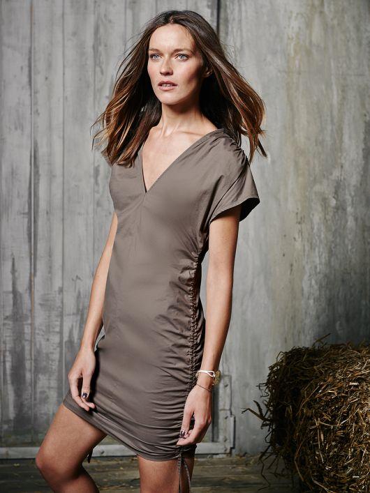 Сукня з кулісками в бокових швах