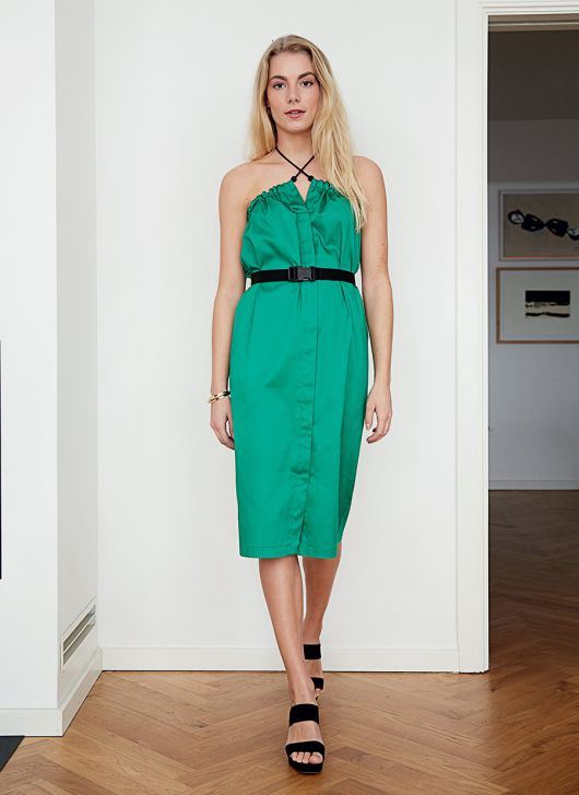 Сукня з відкритими плечима в стилі Dries Van Noten