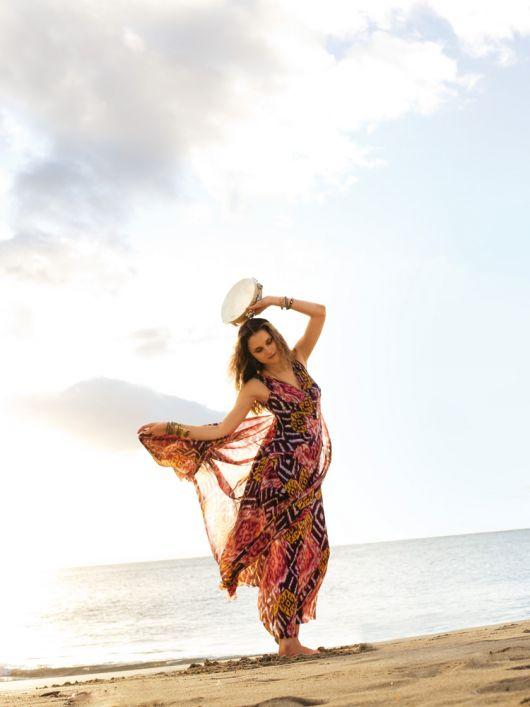 Сукня силуету ампір з V-подібними вирізами