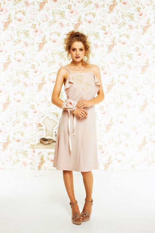 Сукня в білизняному стилі на бретелях-спагеті