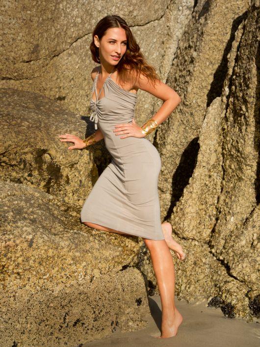 Сукня з рельєфними швами і драпіровками