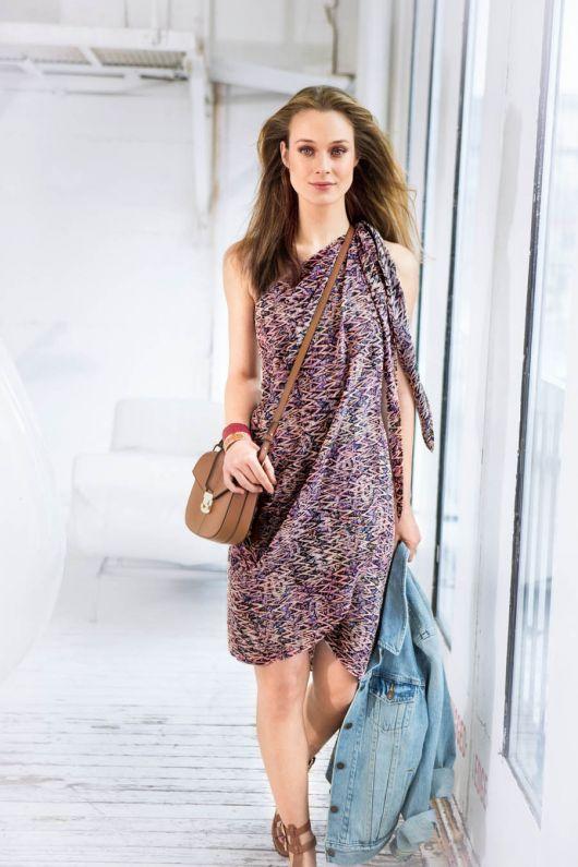 Сукня-бюстье з відлітними деталями
