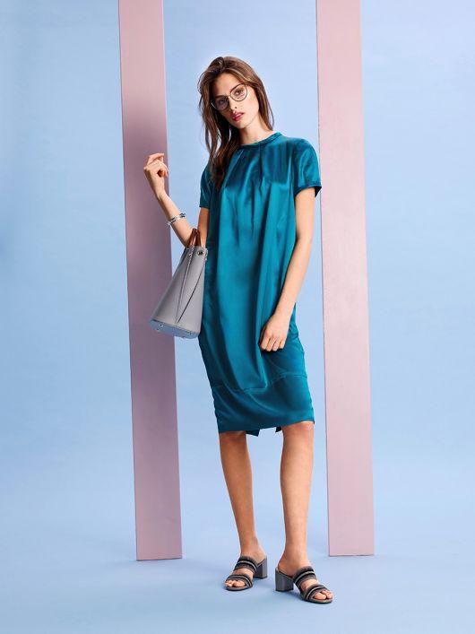 Сукня О-силуету з короткими рукавами