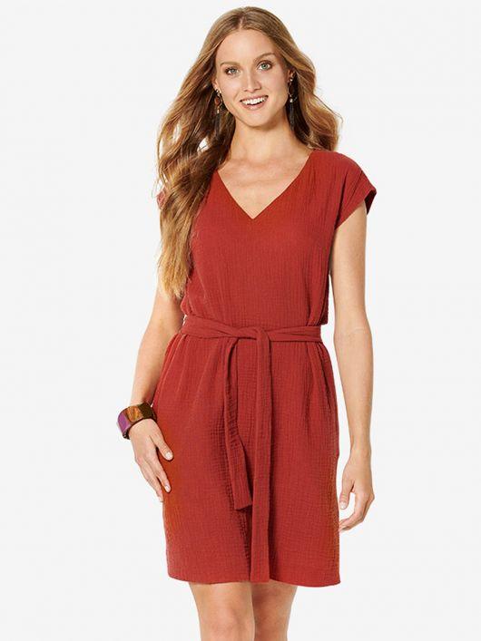 Сукня А-силуету з поясом