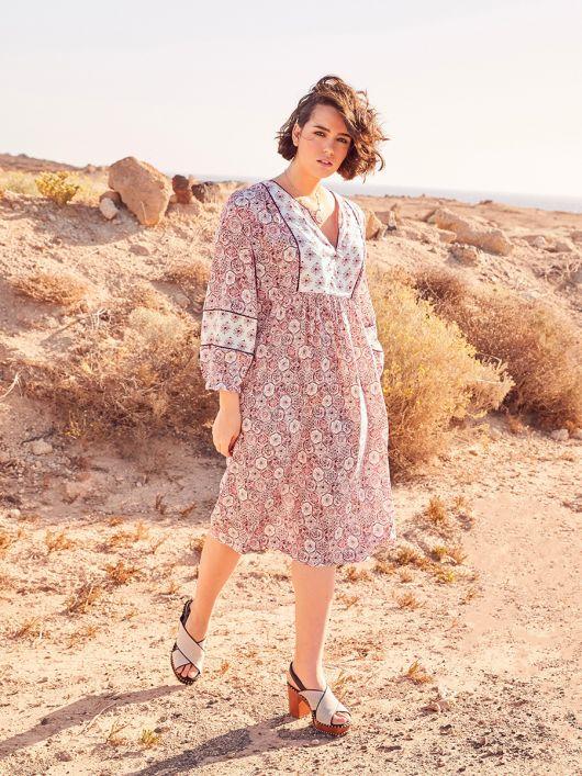 Сукня прямого силуету з пластроном