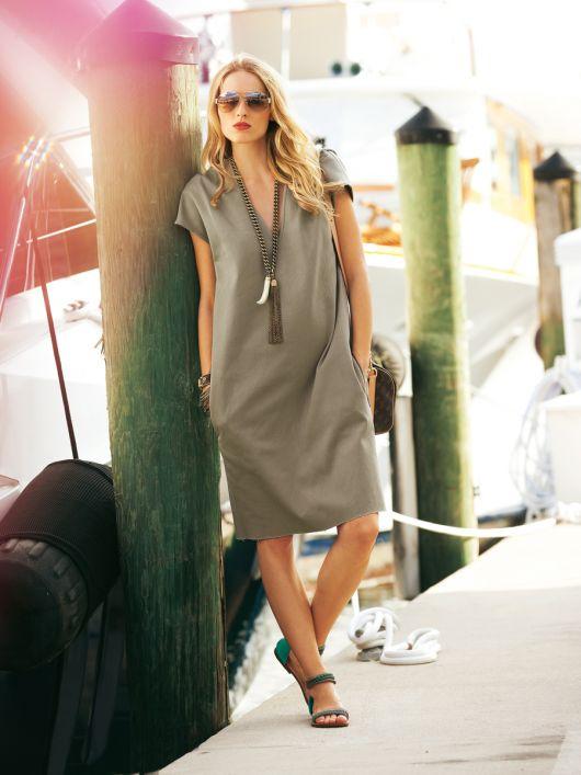 Сукня прямого крою з V-подібним вирізом