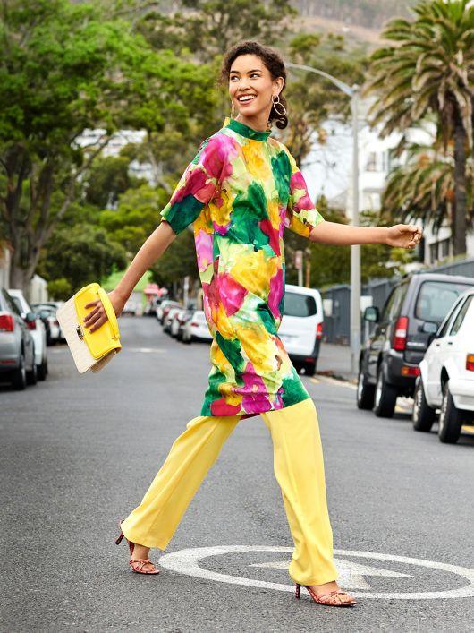 Сукня-туніка прямого крою з короткими рукавами