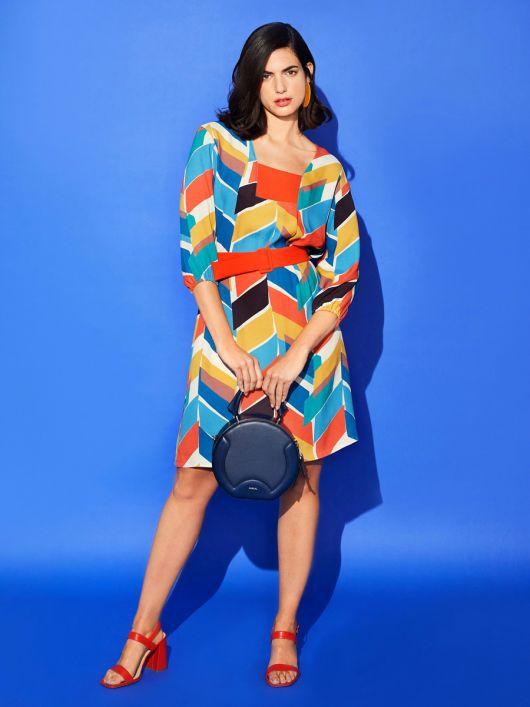 Сукня широкого крою з квадратним вирізом